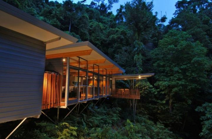 Una casa moderna en los rboles decoraci n del hogar for Casa moderna ma calda