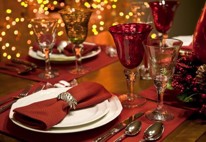 Decoración de la mesa para la cena de fin de año