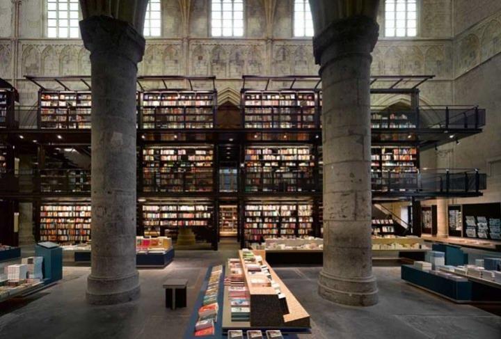 Iglesia reconvertida en una de las librerías más bellas del mundo Iglesia-reconvertida-libreria