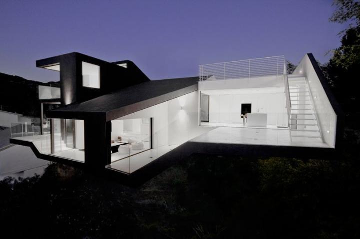 Nakahouse casa moderna sobre la colina de hollywood hills for Casas modernas hollywood