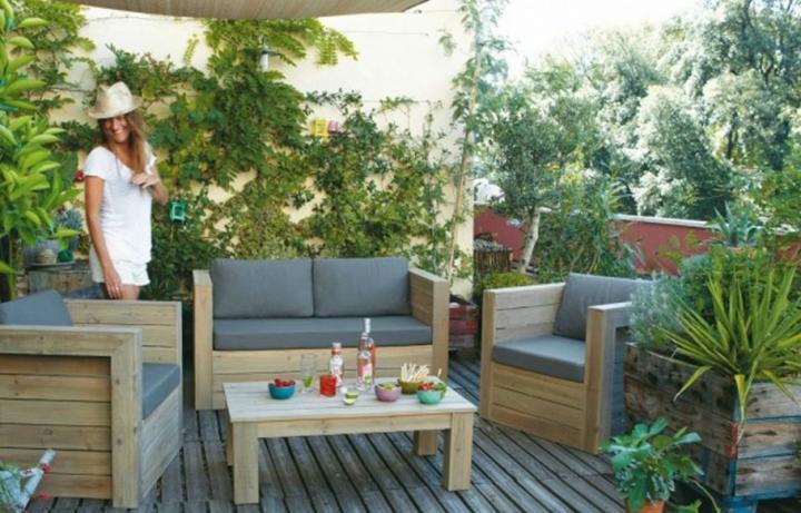 Plantas en una terraza de verano