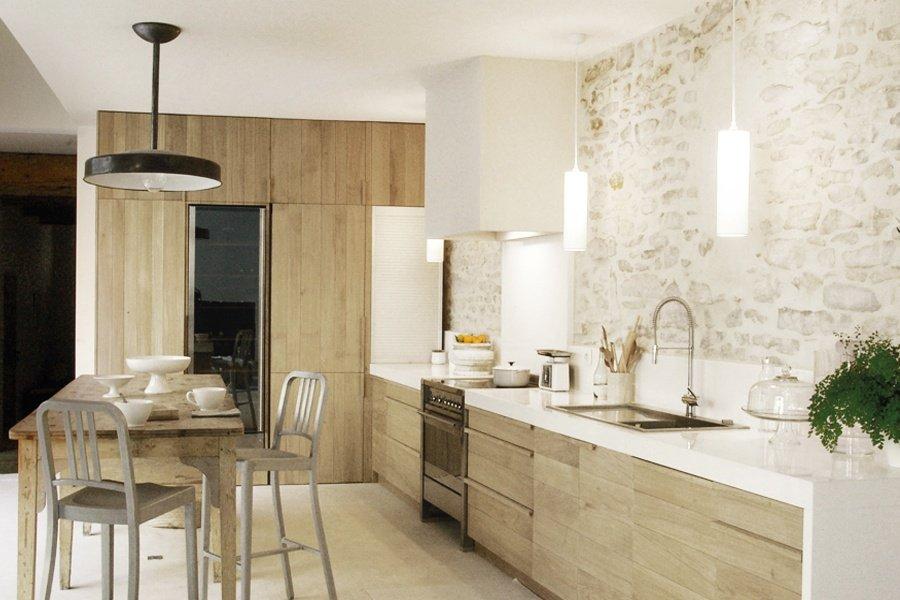 Magn fica casa de campo de paredes de piedra decoraci n for Piedras blancas de decoracion