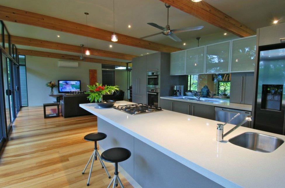 Una casa moderna en los rboles decoraci n del hogar for Salon cuisine ouverte 50m2