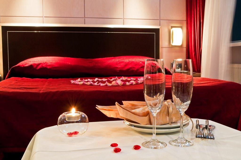 Decora la habitaci n para la noche de san valent n for Decoracion de habitacion para una noche romantica