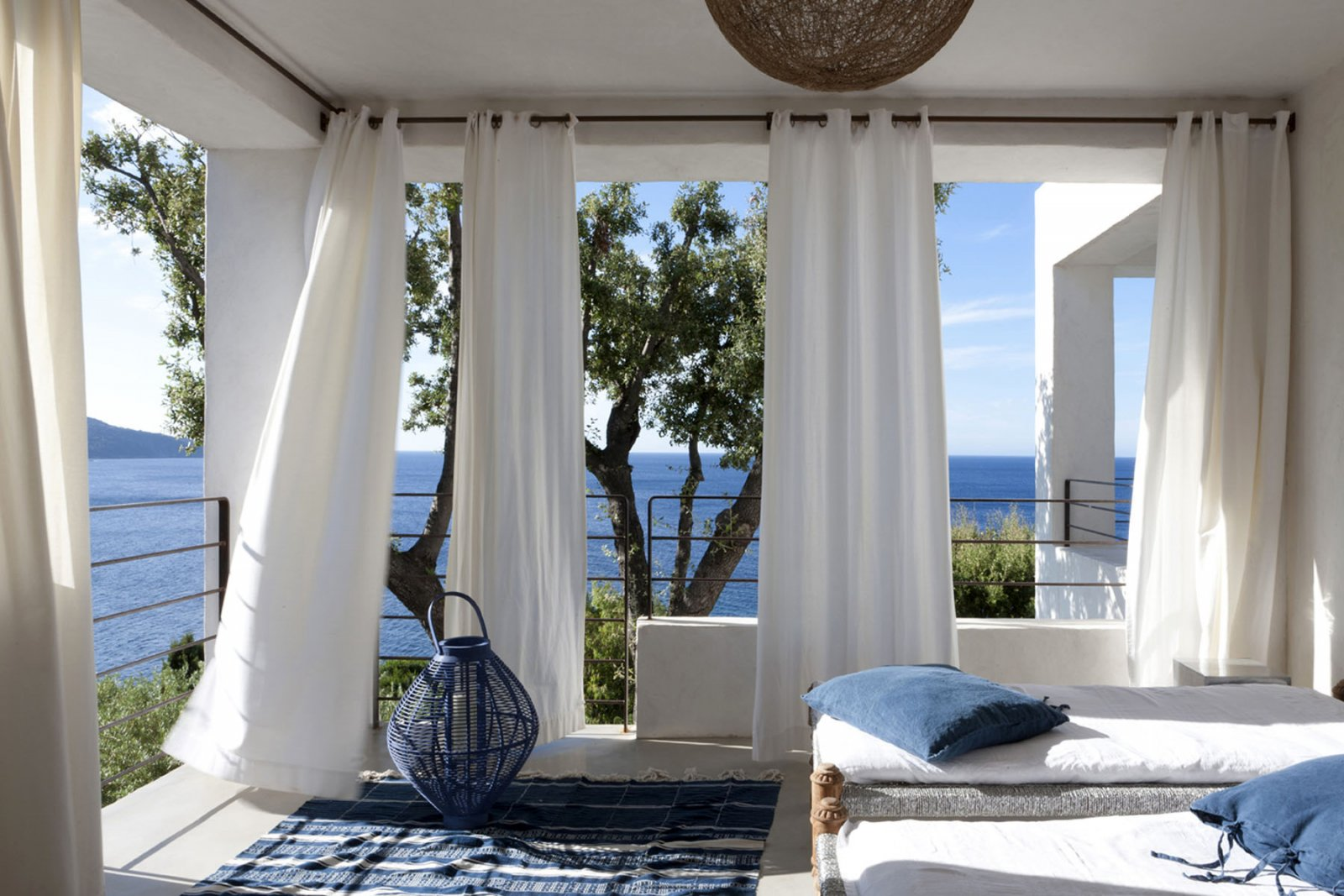 Telas ideales para decorar el hogar en verano decoraci n - Alfombras portico ...