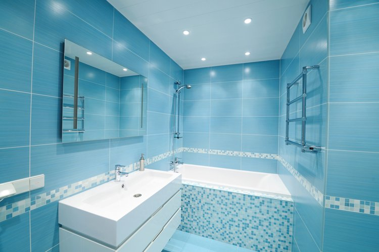 Decoracion de ba os azules for Decoracion cuartos de bano