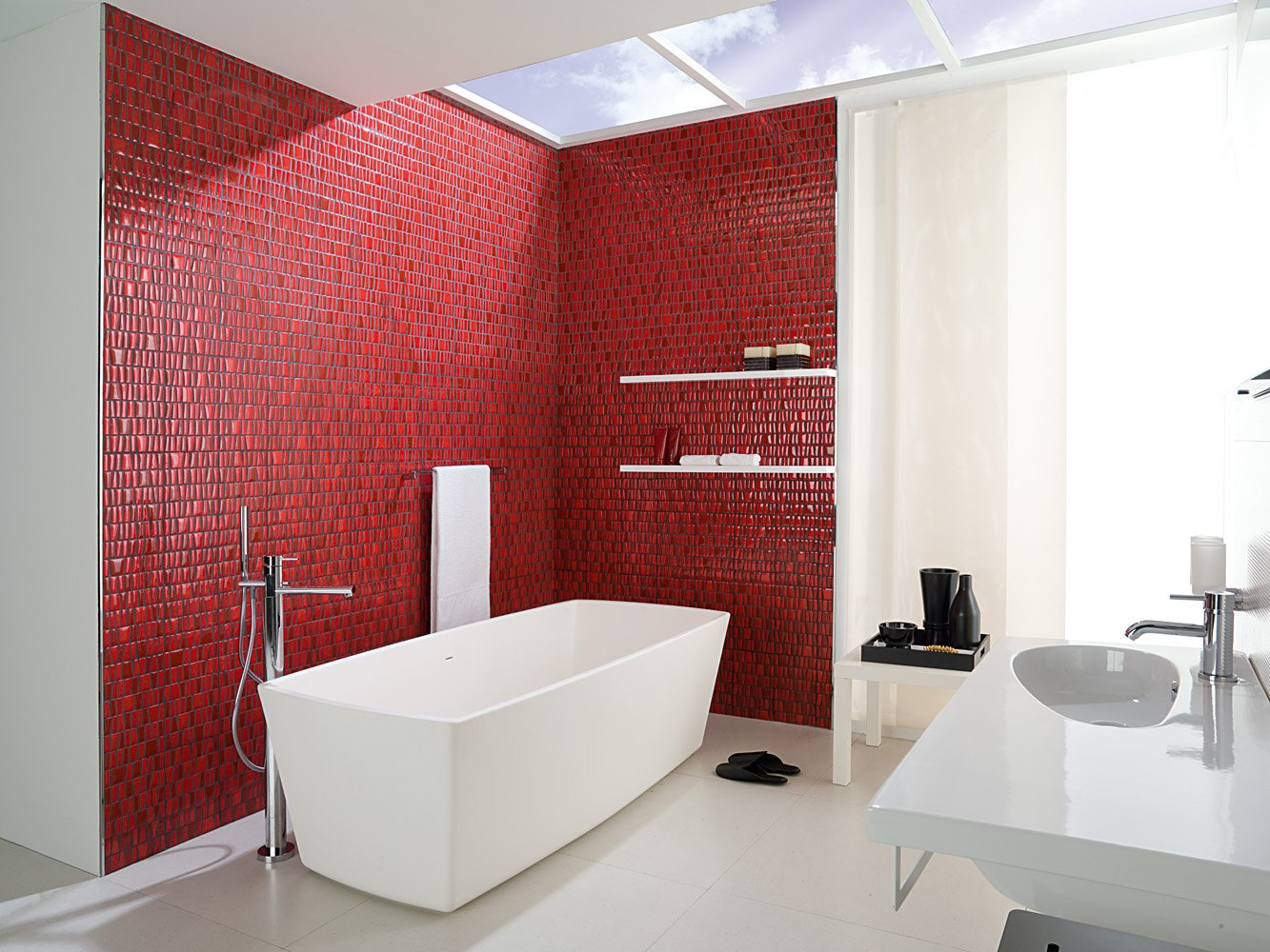 Decoracion Baño Color Vino:White Bathroom with a Red Accent Wall