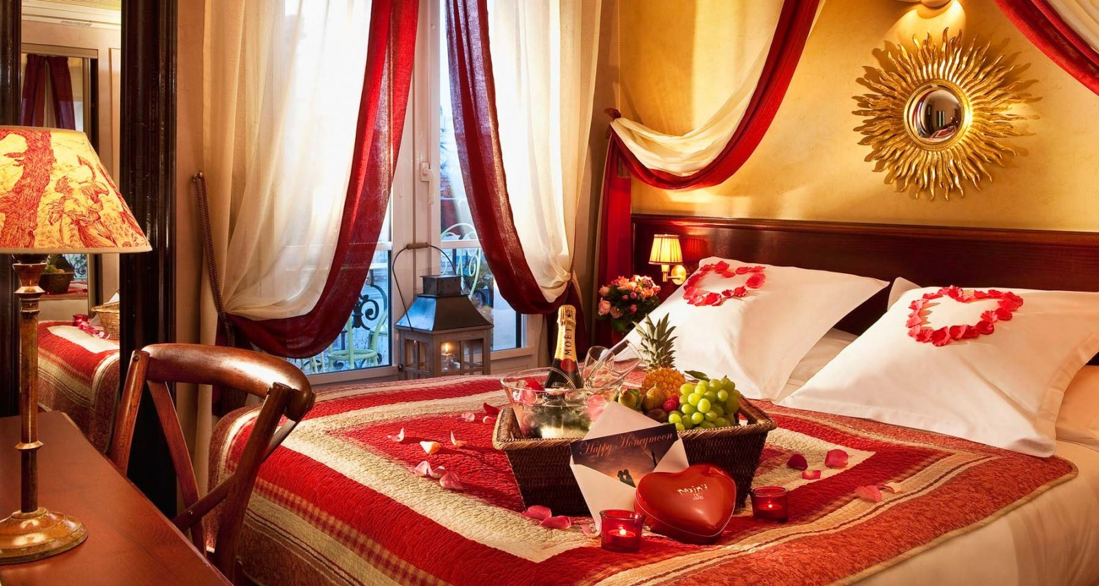 Decora la habitación para la noche de San Valentín ...