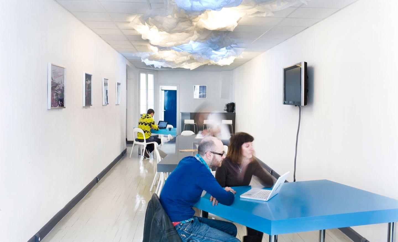 Dise o de una oficina en azul y gris decoraci n del hogar for Oficina zona azul talavera