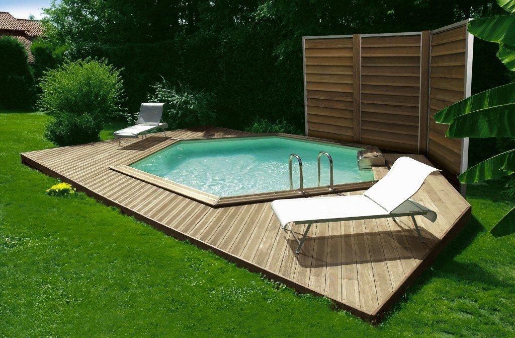 Casas con piscinas hexagonales de madera decoraci n del for Piscinas decoracion fotos
