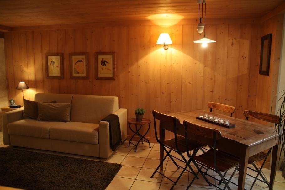 Interior de un sal n de estilo r stico decoraci n del hogar - Decorar salon rustico ...