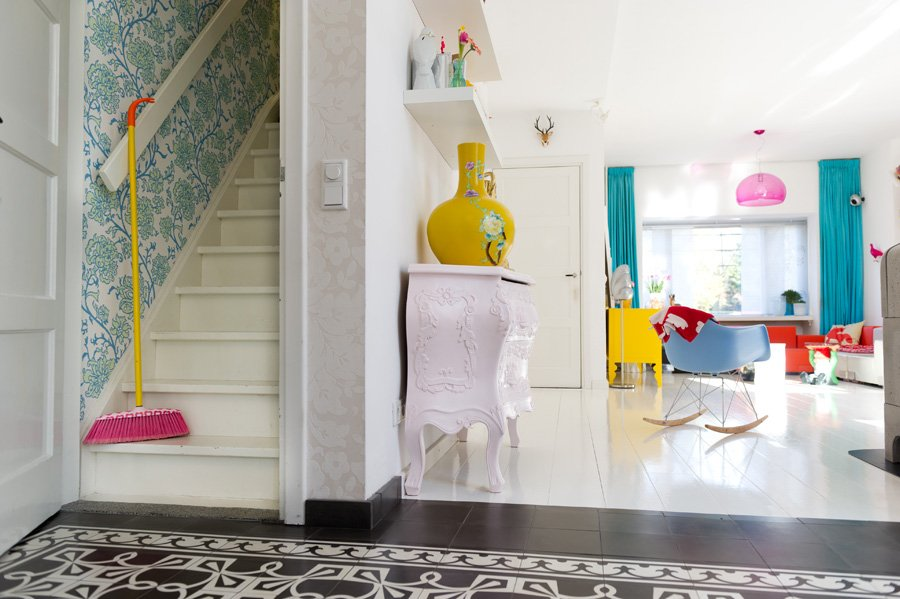 Inspiraci n para una casa colorida de estilo informal for Consejos para el hogar decoracion