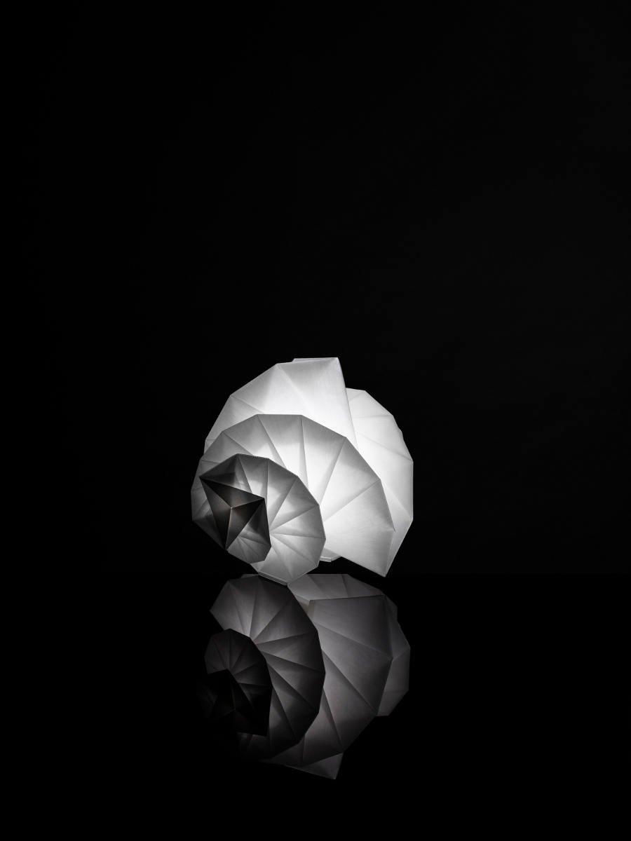 L mparas in ei de issey miyake para la firma artemide for Artemide issey miyake