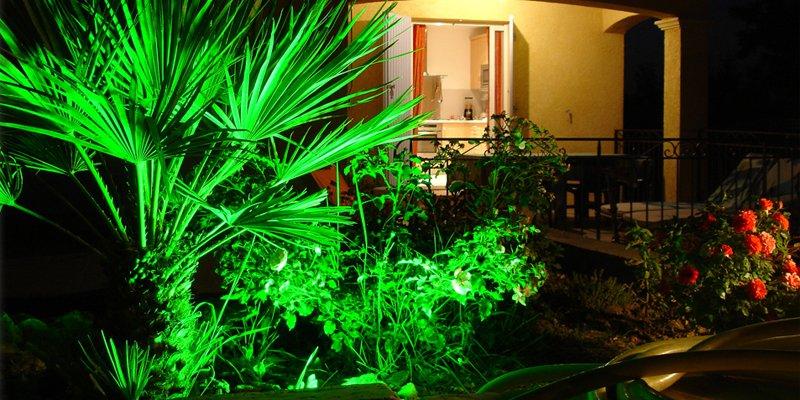 Iluminaci n del jard n decoraci n del hogar for Luces de exterior para jardin