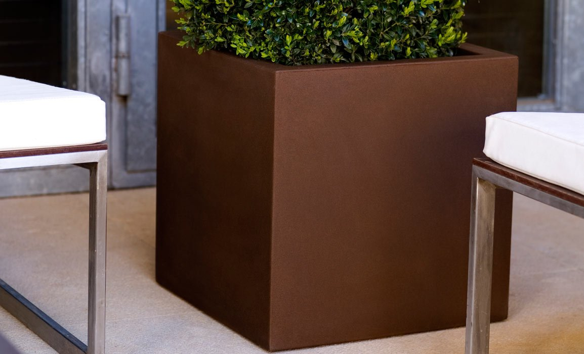 Maceteros de exterior macetero elevado de madera for Macetas madera exterior
