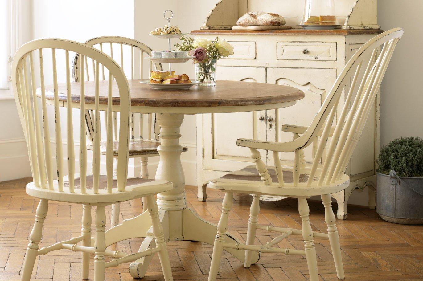 Muebles para una cocina de estilo ingl s decoraci n del - Mesa pequena para cocina ...