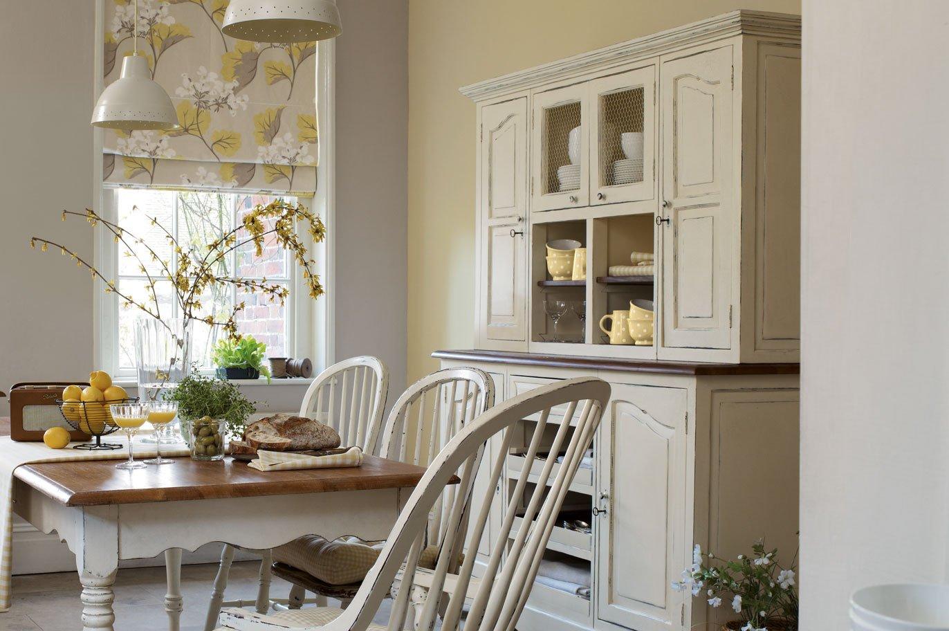 Muebles para una cocina de estilo ingl s decoraci n del for Ver mesas y sillas de cocina