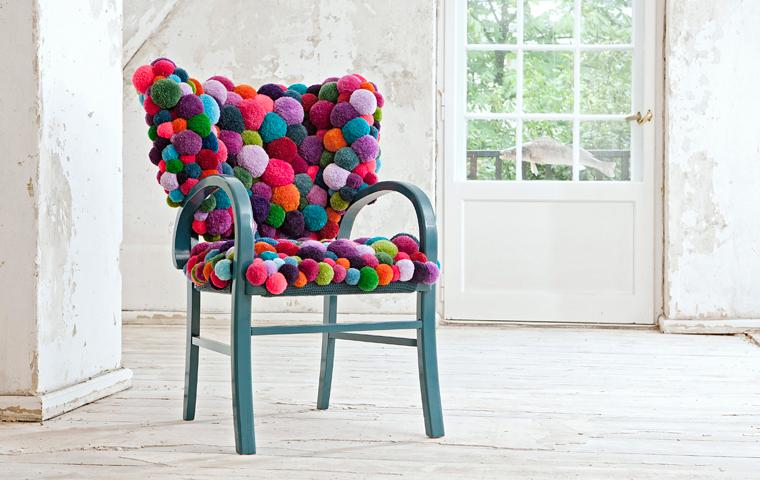 Muebles y accesorios decorativos con pompones de lana for Decoracion del hogar muebles
