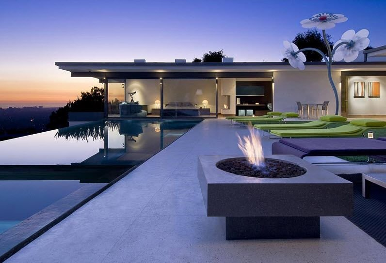 la nueva casa de matthew perry en hollywood hills decoraci n del hogar. Black Bedroom Furniture Sets. Home Design Ideas