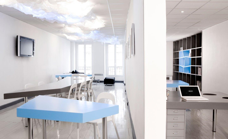 Diseño de una oficina en azul y gris. Decoración del hogar.