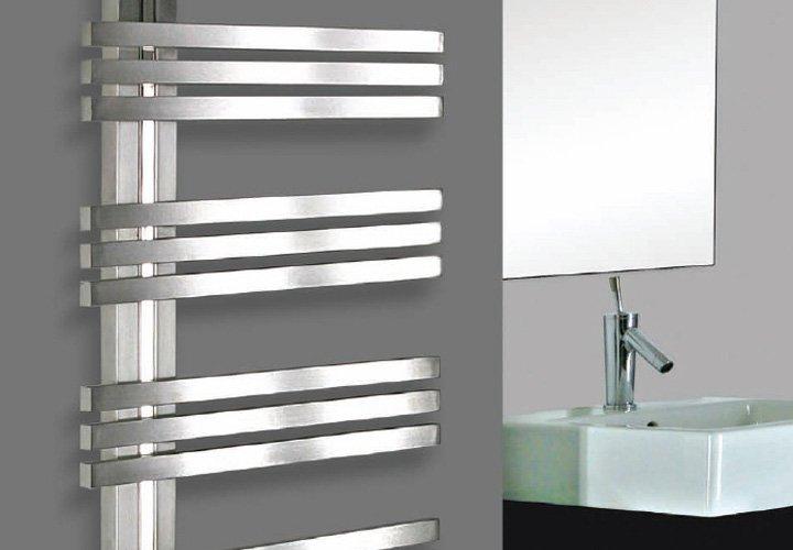 Radiadores toalleros para el cuarto de baño. Decoración del hogar.