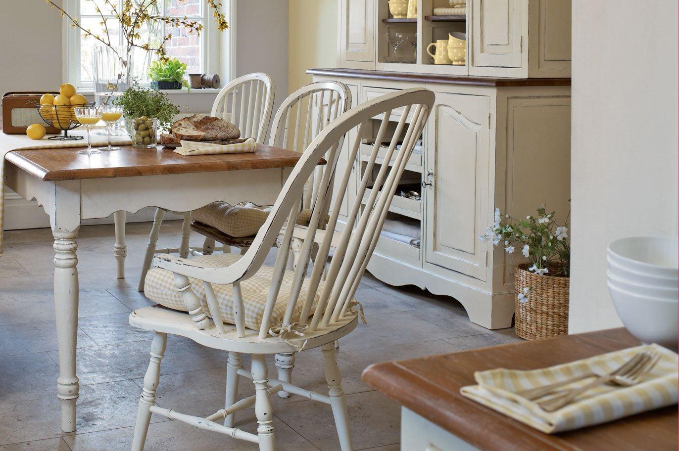 Muebles para una cocina de estilo ingl s decoraci n del for Sillas para isla de cocina