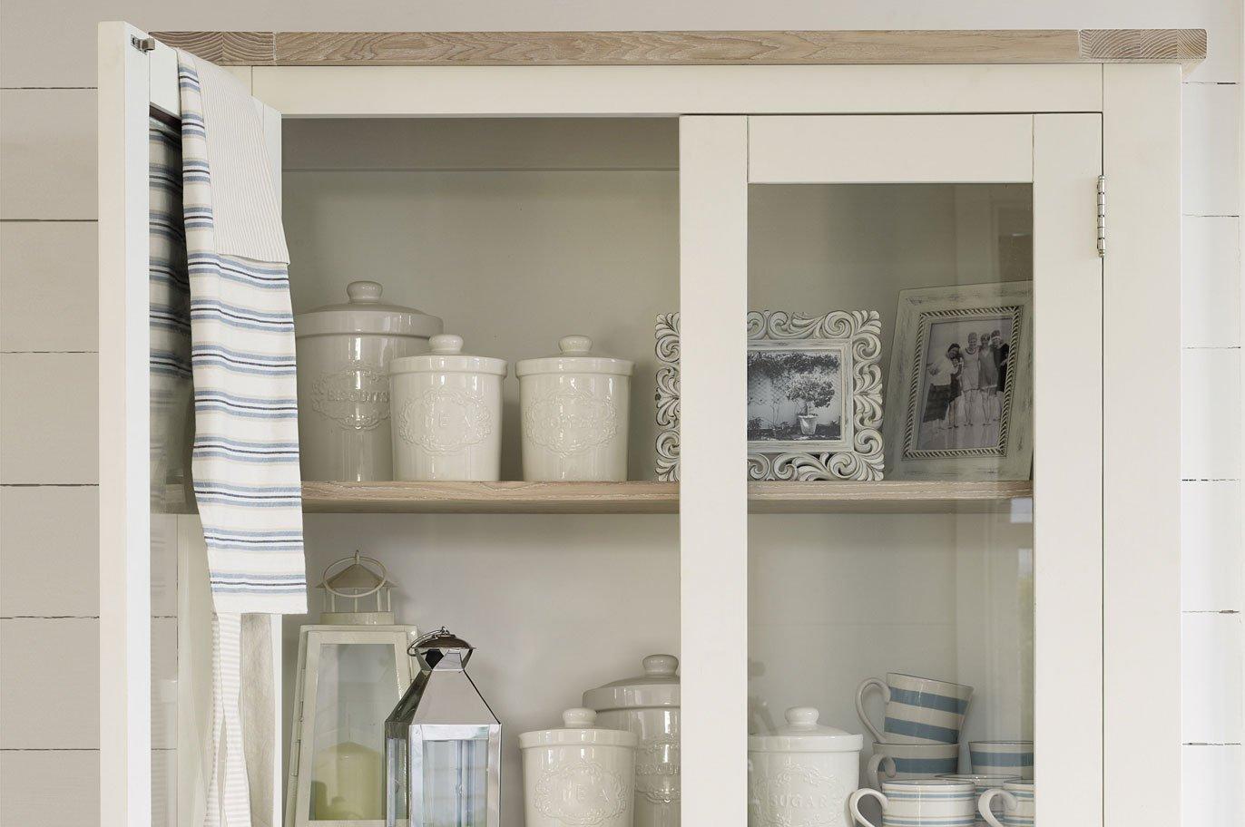 Muebles de cocina de estilo ingl s muebles para una for Vitrinas modernas para salon