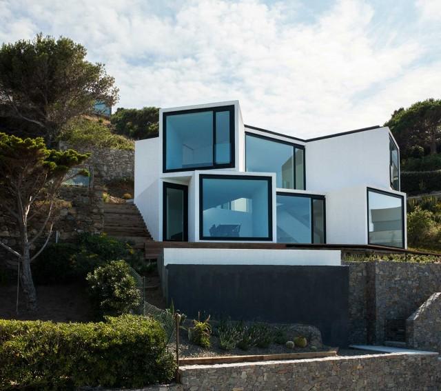 Casa de diseno geometrico e increibles vistas (2)