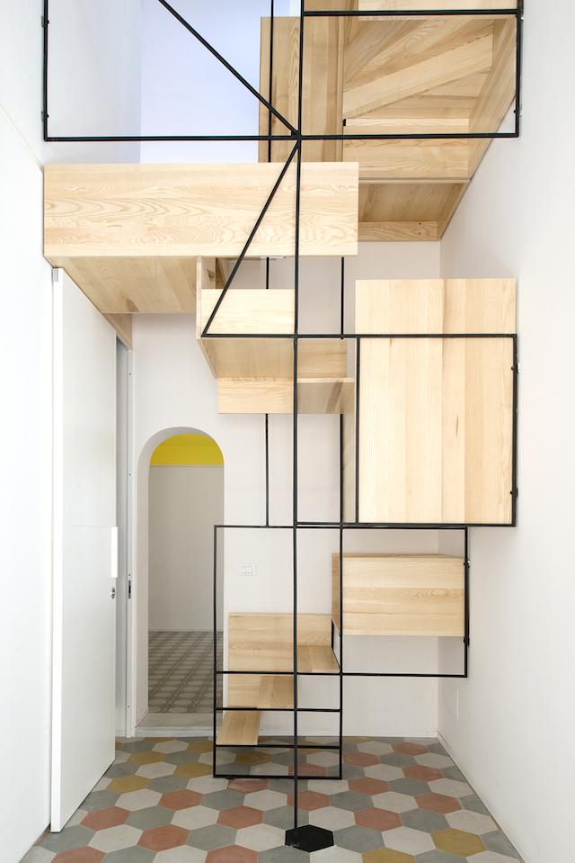 Original escalera flotante de madera (4)