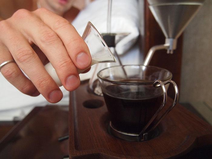 Reloj despertador - cafetera